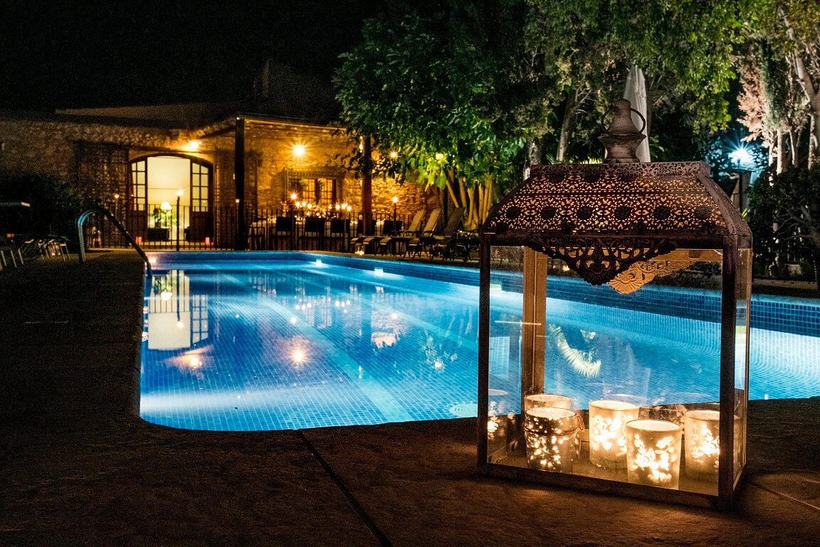panoramic-night-pool